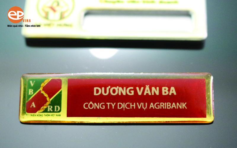 bảng tên nhân viên ngân hàng