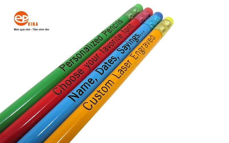 bút chi khắc thân gỗ truyền thống