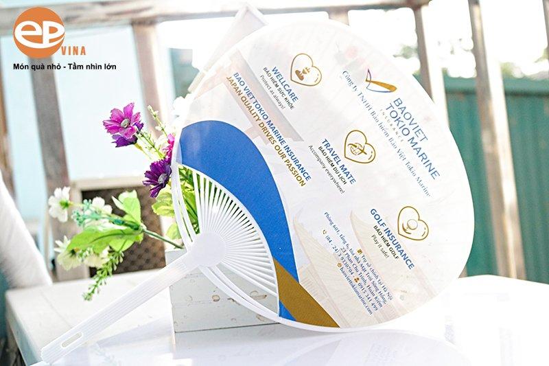 in quạt nhựa cầm tay quảng cáo giá rẻ tại Hà Nội & TPHCM