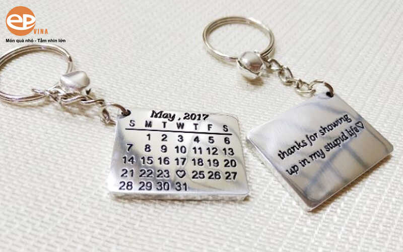 móc khóa kim loại lịch vạn niên