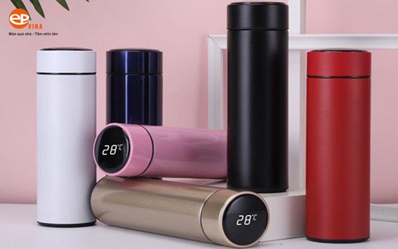 Bình nước giữ nhiệt thông minh có đo/ báo/ hiện/ hiển thị nhiệt độ